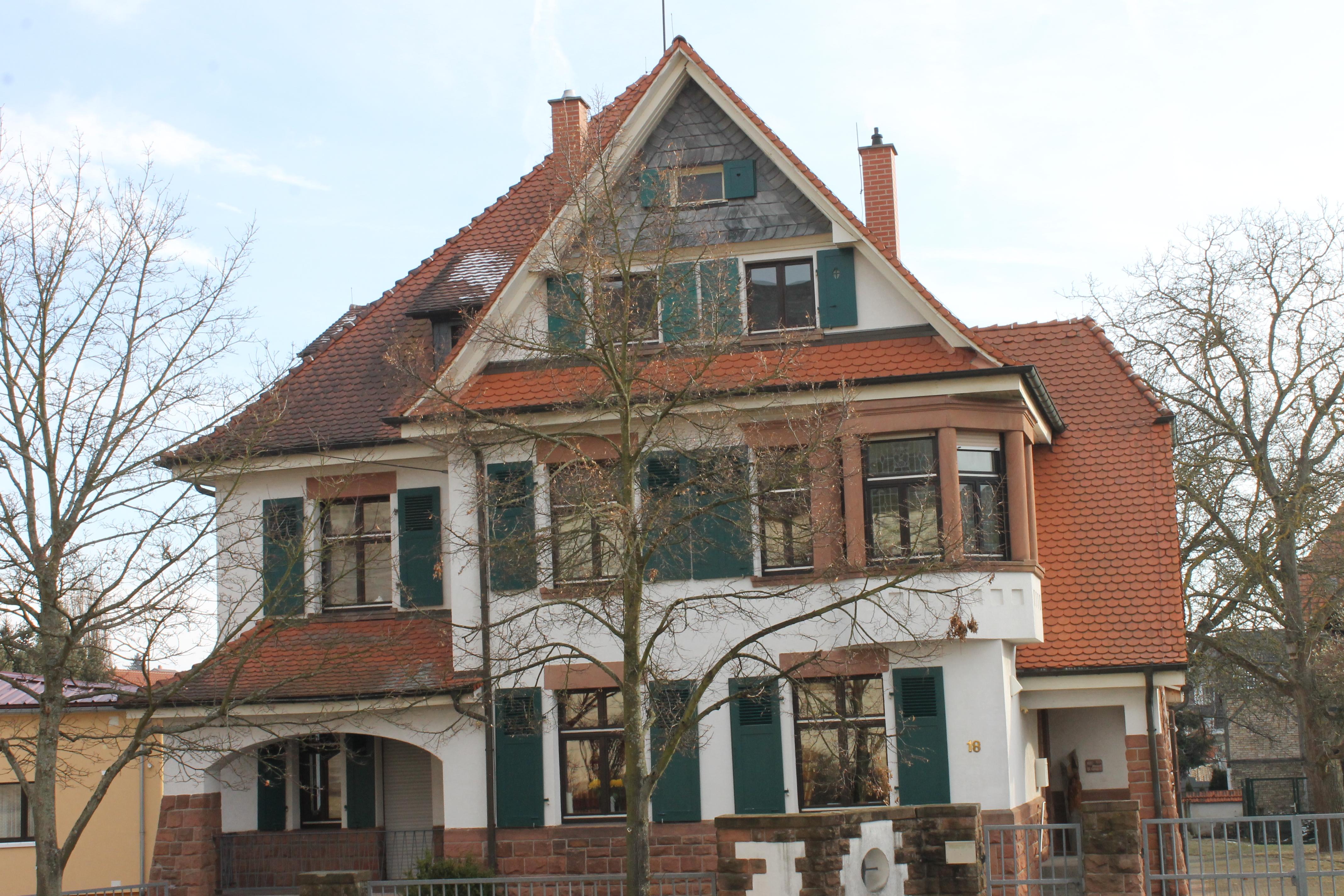 Pfarrhaus mit Pfarrbüro, Hettenleidelheim